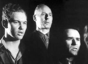 Körsångare på järnverket i filmen