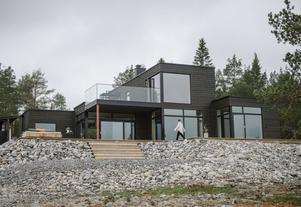 Det 180 kvadratmeter stora huset blev klart för ett år sedan.