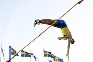 Armand Duplantis, Sverige, hoppar sitt sexmetershopp under  Finnkampen 2019 på Stockholm Stadion. Foto: Henrik Montgomery