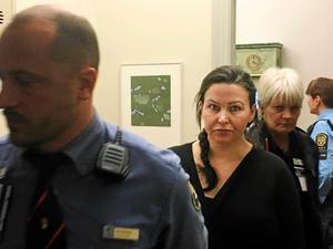 Johanna Möller på väg in i rättegångssalen i Svea hovrätt. På tisdag väntas hovrättens dom.
