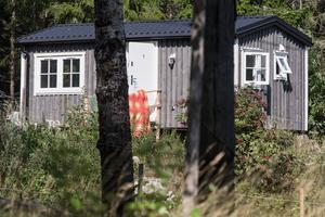 Inger Engelstoft bor sedan fyra månader tillbaka i ett Attefallshus på andra sidan vägen om hennes nedbrunna hus i  Nygärdets gård i Järna.