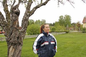 Det finns gott om ytor vid lekplatsen som skulle kunna användas bättre än idag, tycker Jennie Ström.