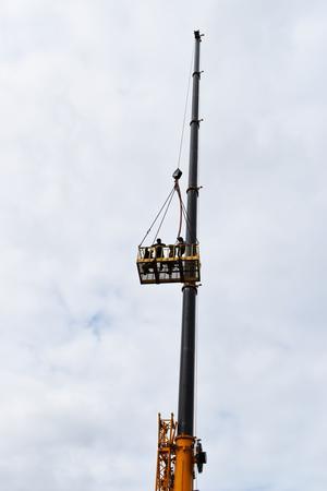 Att åka upp i den 60 meter höga lyftkranen var en av de mest populära aktiviteterna.