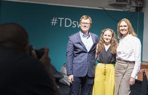Brian Marrs, Shannon Wojcik och Therése Treutiger förevigas av Microsofts fotograf Banfa Jawla under företagets teknikdagar i Kista.