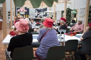 De röda hattarna är Tantpatrullens  signum och deras paroll är