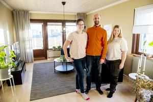 Med enkla medel – och utan renovering har inredaren Hanna Nyman förvandlat Cecilia och Andreas Skalbergs vardagsrum till ett lugnt rum för umgänge.