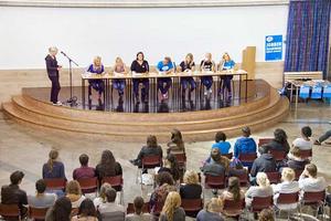 Unga frågor stod i fokus när partiernas ungdomsförbund debatterade på Rudbeckianska gymnasiet.
