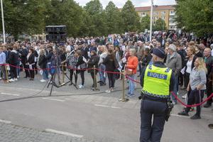Vi röstar i detta land för att alla ska få välja. Allas vilja kan inte råda, men det betyder inte att minoriteten har fel och att majoriteten har rätt, skriver signaturen. Bilden är från Jimmie Åkessons torgmöte i Gävle under valrörelsen.