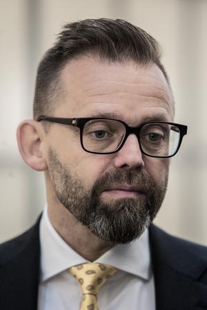 Advokaten Björn Hurtig anser att bevisningen mot hans klient är av närmast förolämpande karaktär.