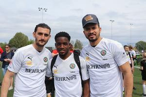 – Trevlig dag och viktigt för klubben, säger Agon Mehmeti, t v, anfallare i ÖSK Fotboll. Han är här tillsammans med Kevin Wright och Fabio de Sousa Silva.