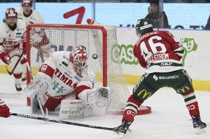 Oliwer Fjellström skickade upp 1–0 vid första stolpen.