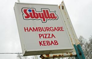 Hamburgare, pizza och kebab är några av de rätter som gatuköket serverar.