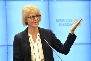 """""""Moderaternas fokus har från dag ett...varit att rädda så många svenska jobb och företag som möjligt"""", skriver Elisabeth Svantesson."""