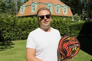 Johan Svahn tror på sporten och hoppas att Gävle Padel ska kunna öppna så fort som möjligt.