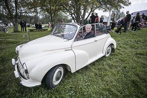 Sven Jernberg med en  original Morris Minor cabriolet  från  1957.