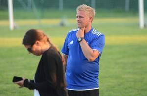 Tre år som A-lagstränare fick räcka för Magnus Svedlund som nu i stället ingår i sportgruppen tillsammans med Fredrik Andersson.
