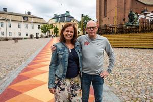 Helena Hansson och Lasse Westin är på plats vid invigningen.