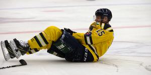 Sebastian Höglund blev tacklad mot Nyköping och åkte på en armskada. SSK-centern ser ut att bli borta länge.
