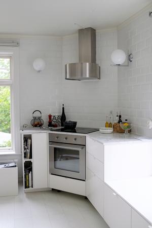 Köket har nyligen fått en vattenskada och måste renoveras.