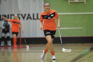 Lina Hägg ligger fyra i allsvenskans poängliga. Hennes lag IBF är tvåa i serien och går mot kval till SSL.