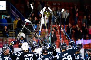 Karlskoga fick fira ännu en seger över Leksand. Foto: Fredrik Karlsson/Bildbyrån