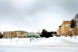 Sandvikens sjukhus skulle med en ny vårdavdelning kunna avlasta Gävle sjukhus, tycker  oppositionspartierna i Region Gävleborg. Foto: Jenny Lundberg