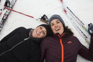 Trötta med glada! Som tur är tycker vi att skidåkning är kul. Nu ja, retas Andreas Eggen som hjälpt oss att hitta rätt utrustninga att åka på och ställa in skidor och stavar. Foto: Andreas Eggen