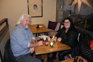 Jan Ehlin smakade den nya ölen, men för hans fru Katarina fick det bli vin.