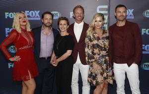 Tori Spelling, Jason Priestley, Gabrielle Carteris, Ian Ziering, Jennie Garth and Brian Austin Green återser varandra i den nya serien