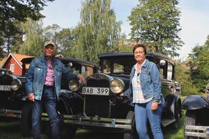 Ett riktigt familjeprojekt. Eva Stålgren är chaufför. Mamma och syster har fixat inredningen. Och det är pappa Evert Stålgren som har skruvat ihop fordonet. – Det är den femte bilen som jag har byggt, berättar Evert Stålgren. – Alla hejar när man kör förbi i den. Den låter som en anka när man tutar, vilket brukar göra folk glada!, säger Eva Stålgren.