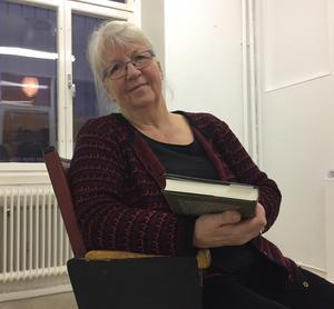 Författaren Ingrid Sjökvist är nöjd med sitt arbete och ser fram emot att ge ut flera romaner. Foto: Olof Näslund