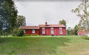Den här gården i Utås såldes för 3,4 miljoner kronor – och blev veckans dyraste fastighetsköp. Bild: Google.