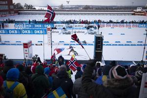Hanna Öberg och norskan Marte Olsbu Röiseland gick in i en spurtstrid om fjärdeplatsen. Den slutade med att Öberg kom en stortå bakom norskan.
