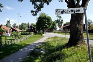 I Idyllen Hillevik norr om Gävle trivs invånarna. I enkätsvaren skriver de bland annat att de uppskattar lugnet, friluftslivet, närheten till havet och gemenskapen med grannarna. Men de klagar också över att de saknar bussförbindelse och kommunalt avlopp.