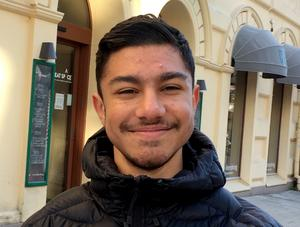 Pazo Demiri, 16 år, studerande, Nacksta