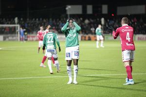 Brages Christian Kouakou deppar efter flera missade chanser i den allsvenska kvalmatchen mot Kalmar FF hemma på Domnarvsvallen.