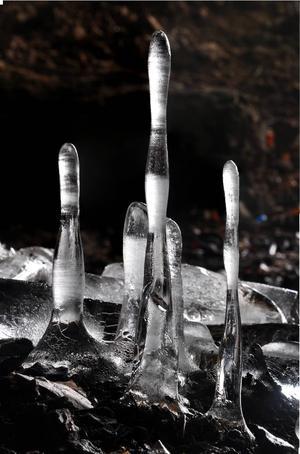 Stalagmiter i en av Banska Stiavnicas många grottor.   Foto: Albert Russ/Shutterstock.com