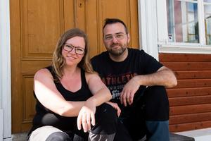 Emma kommer ursprungligen från Stockholm men för drygt ett år sedan bestämde sig familjen för att flytta till Andreas barndomsstad Örnsköldsvik.