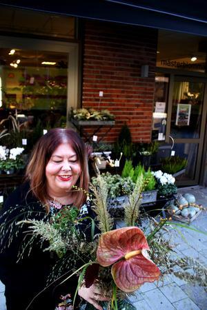 Floristen Margareta Kronman visar upp buketter med hetaste trenden just nu – torkade blommor och växter.