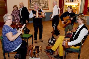 Efter kaffet spelades till dans. Bild: Rolf Granqvist