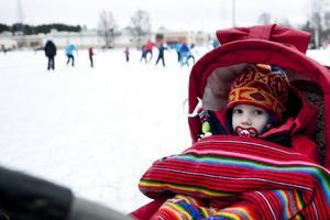 Algot Gyllebring stannade kvar i vagnen medan de äldre barnen åkte skridskor.