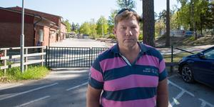 Kommunen riskerar att bita sig själv i svansen i och med besparingarna, tror Peter Andersson.