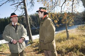 En sextontaggare. Kung Carl Gustaf och prins Carl Philip jagade älg i Malingsbo-Kloten-området igår. Själva var de högvilt för den närvarande pressen.Foto: Sara Ängfors