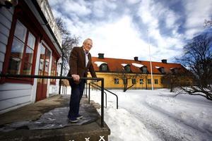 Foto: Anders SjöbergKjell Pihlgren vill ha en diskussion om vad fastigheterna ska användas till i framtiden innan renovering av gevärsfaktoriet slutförs.