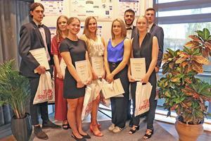 Gruppfoto på pristagarna i kategorin Läsårets prestation.