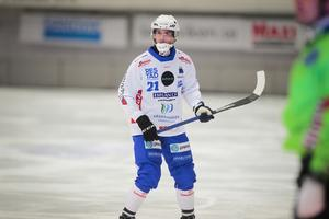 Emil Viklund var tillbaka som ytterhalv i Vänersborg när laget ställdes mot Motala i fredags – men om det blir en fortsättning där även på onsdagen vill han inte avslöja.