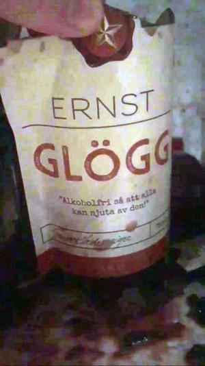 Flaskan var bara hel där etiketten satt. Resten av flaskan var i småbitar.