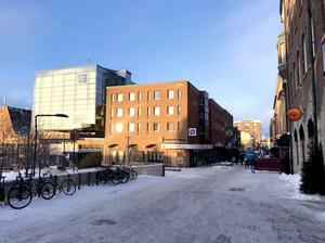 Så här ser Clarion hotel ut idag, sett från Stortorget. Illustration: Krook och Tjäder