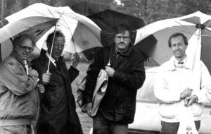 Dåvarande kommunalrådet i Östersund, Thore Holmberg, landstingsrådet Olle Karlsson och Krokoms kommunalråd Sture Hernerud uppvaktade Årets kommun, Berg, 1991.
