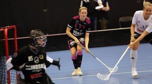 Rutinerade Erika Andersson återvände till IBF Falun från Borlänge inför säsongen och har gjort tio mål på elva matcher.